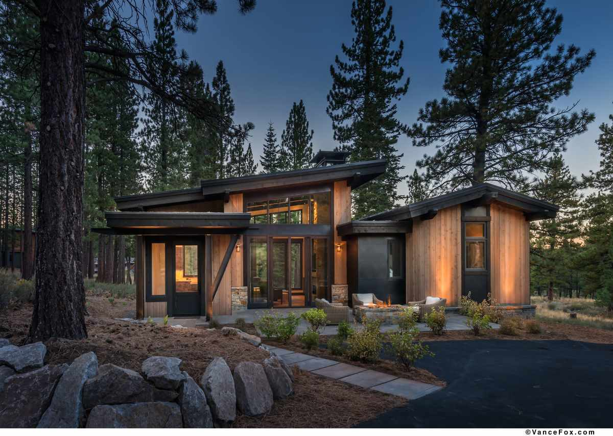 Single Family Home for Active at 9718 Hunter House Drive Truckee, California 96161 United States