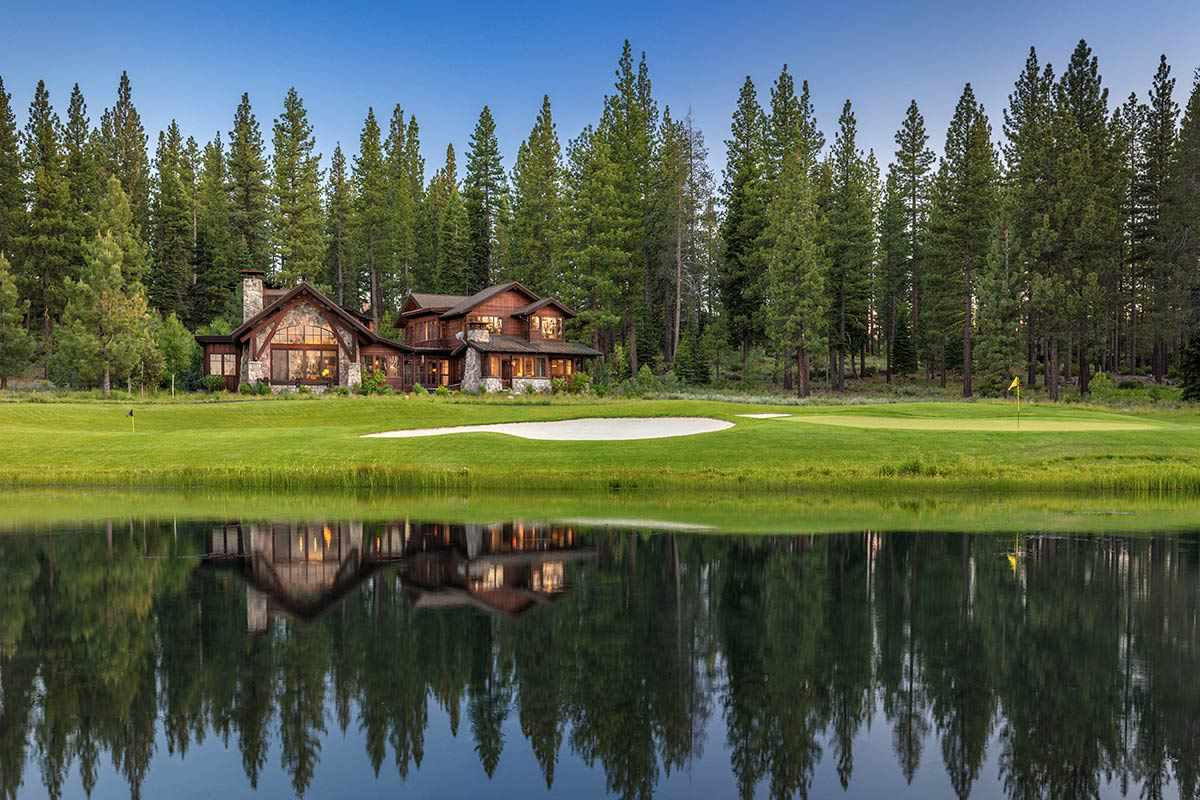 Single Family Homes por un Venta en 7125 Lahontan Drive Truckee, California 96161 Estados Unidos