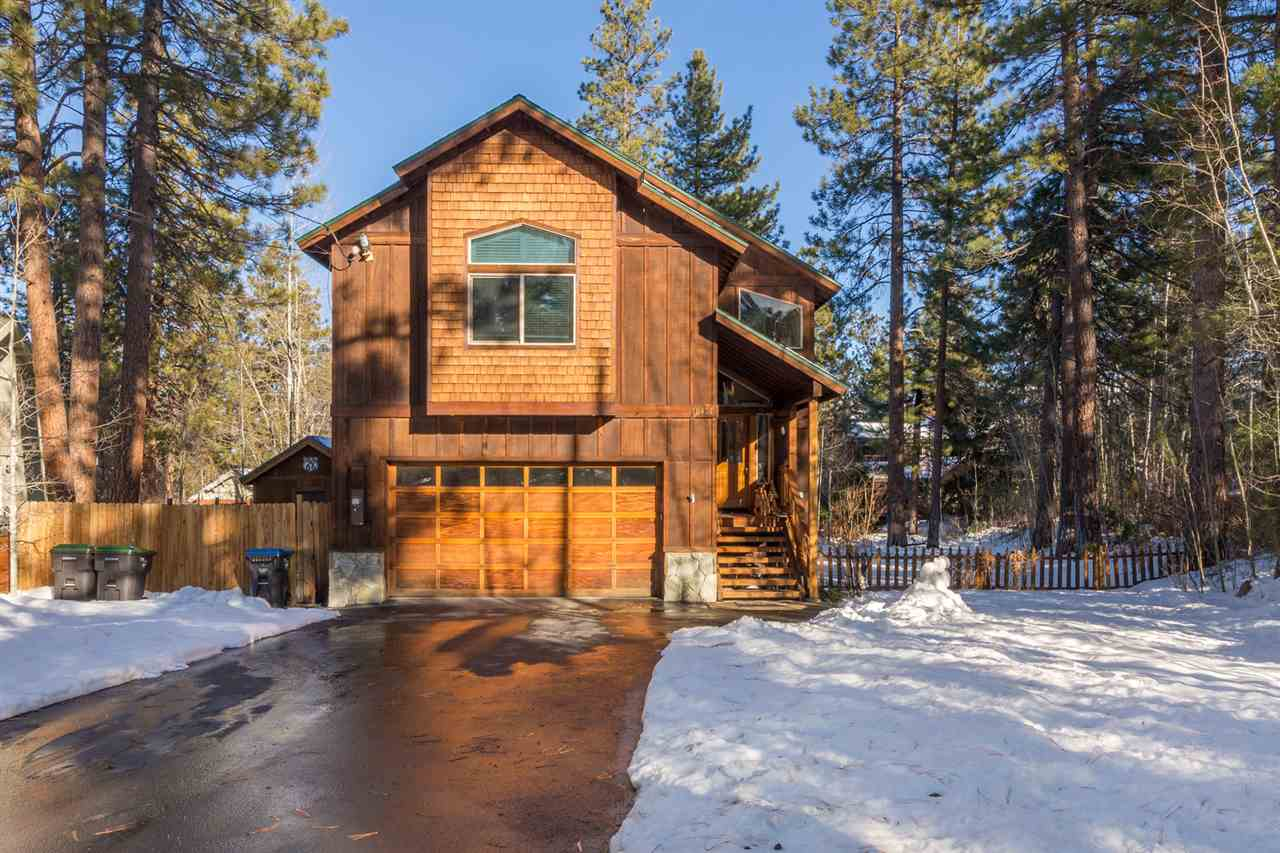 Single Family Home for Active at 10401 Saint James Place 10401 Saint James Place Truckee, California 96161 United States