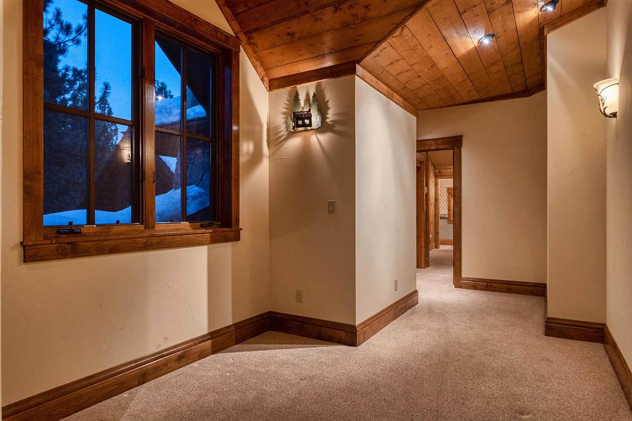 Additional photo for property listing at 965 Paul Doyle Truckee, California 96161 United States