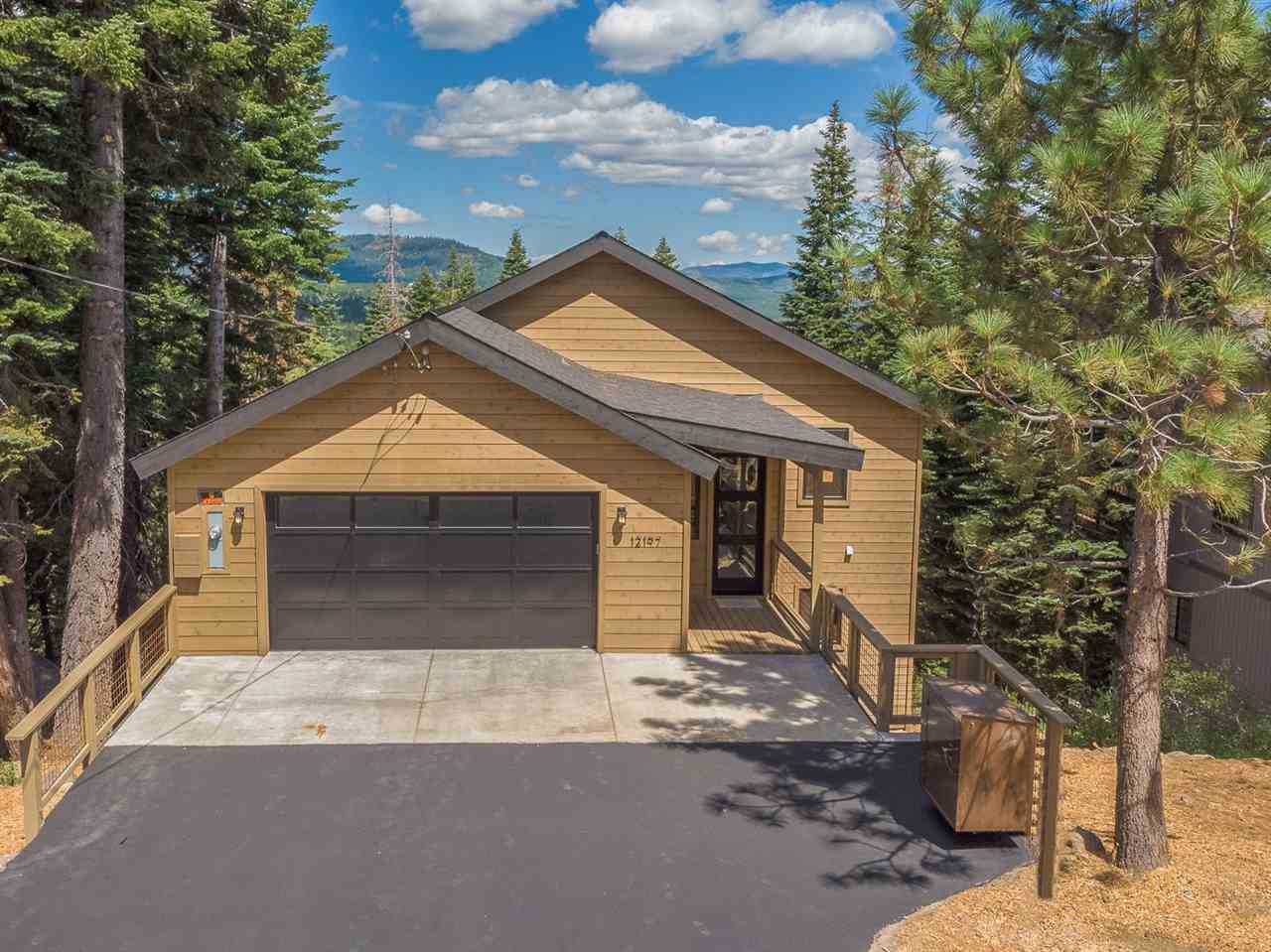 Single Family Homes for Active at 12197 Skislope Way Truckee, California 96161 United States