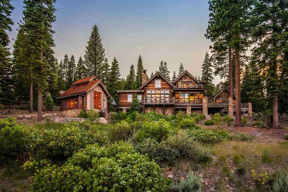 Single Family Homes por un Venta en 10987 Olana Drive Truckee, California 96161 Estados Unidos