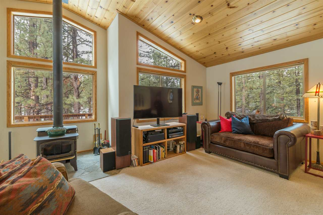 Single Family Home for Active at 10605 Belford Place 10605 Belford Place Truckee, California 96161 United States