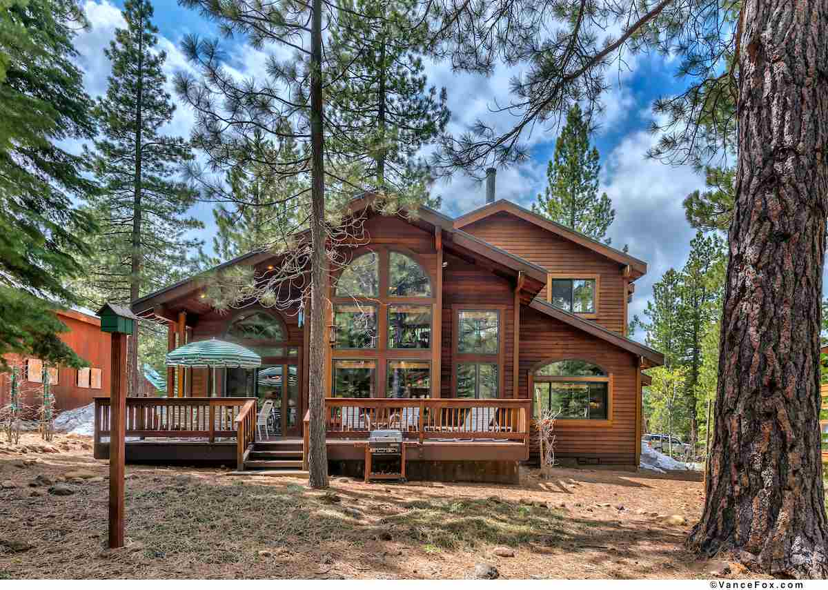 Single Family Home for Active at 409 Lodgepole Truckee, California 96161 United States