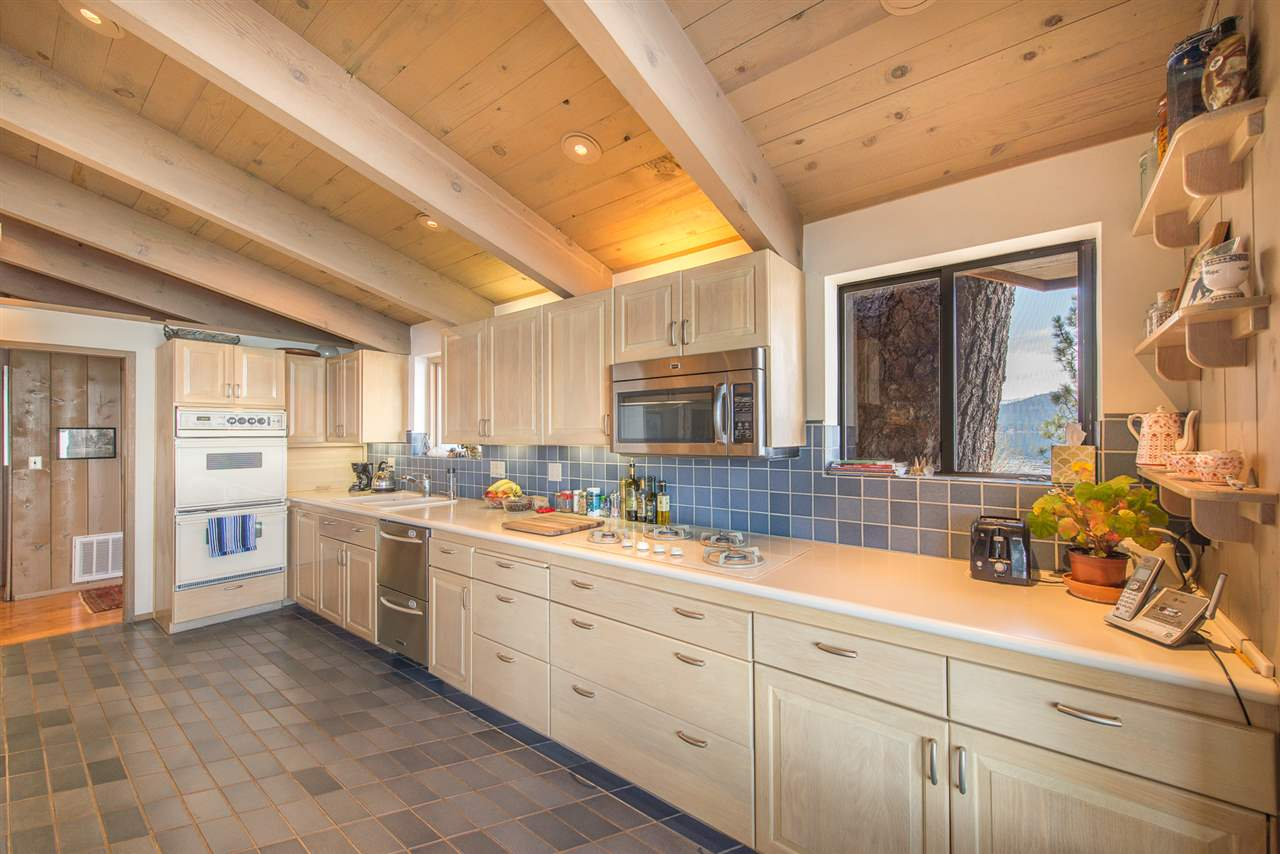 Additional photo for property listing at 5472 North Lake Boulevard Carnelian Bay, California 96140 Estados Unidos