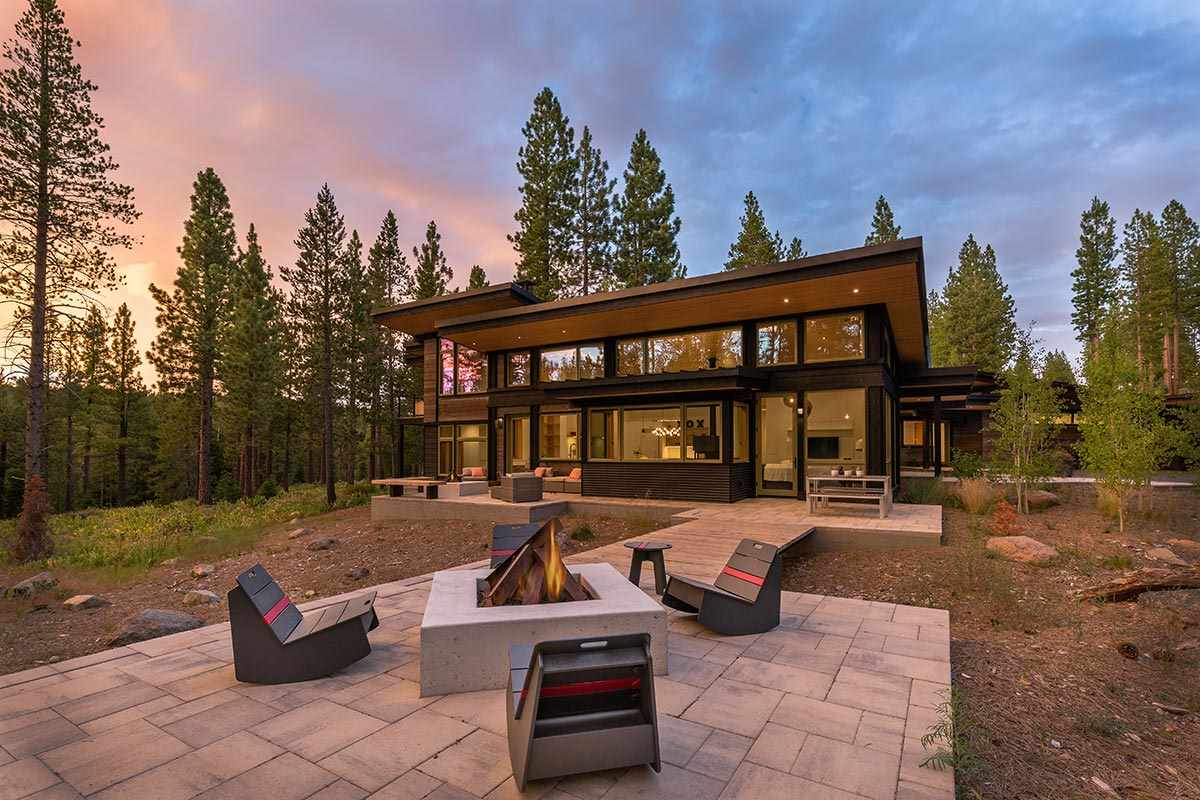 Single Family Homes por un Venta en 7064 Villandry Circle Truckee, California 96161 Estados Unidos