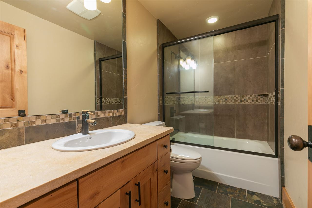 Additional photo for property listing at 9353 Heartwood Drive Truckee, California 96161 Estados Unidos