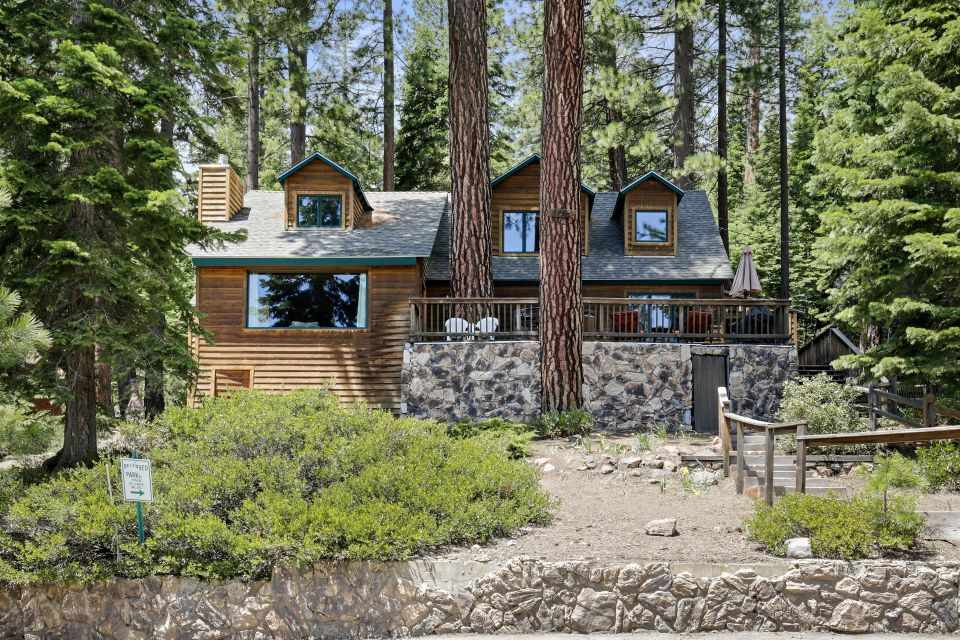 Single Family Homes por un Venta en 3765 North Lake Boulevard Tahoe City, California 96140 Estados Unidos