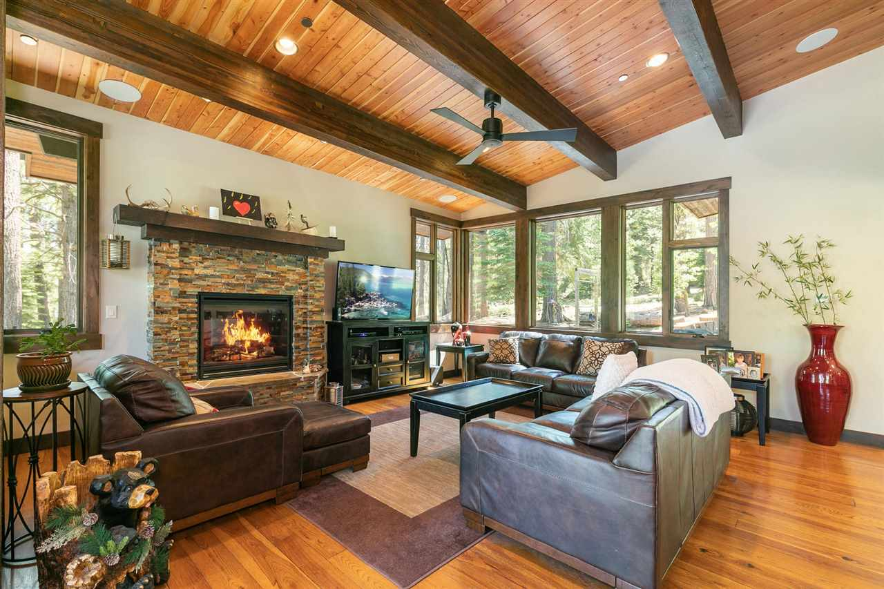Additional photo for property listing at 11770 Bottcher Loop Truckee, California 96161 Estados Unidos