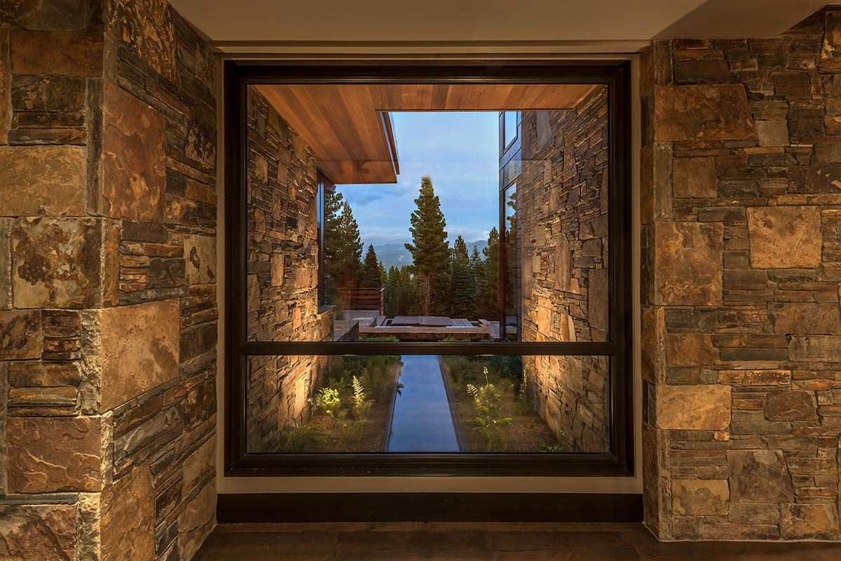 Additional photo for property listing at 10871 Olana Drive Truckee, California 96161 Estados Unidos