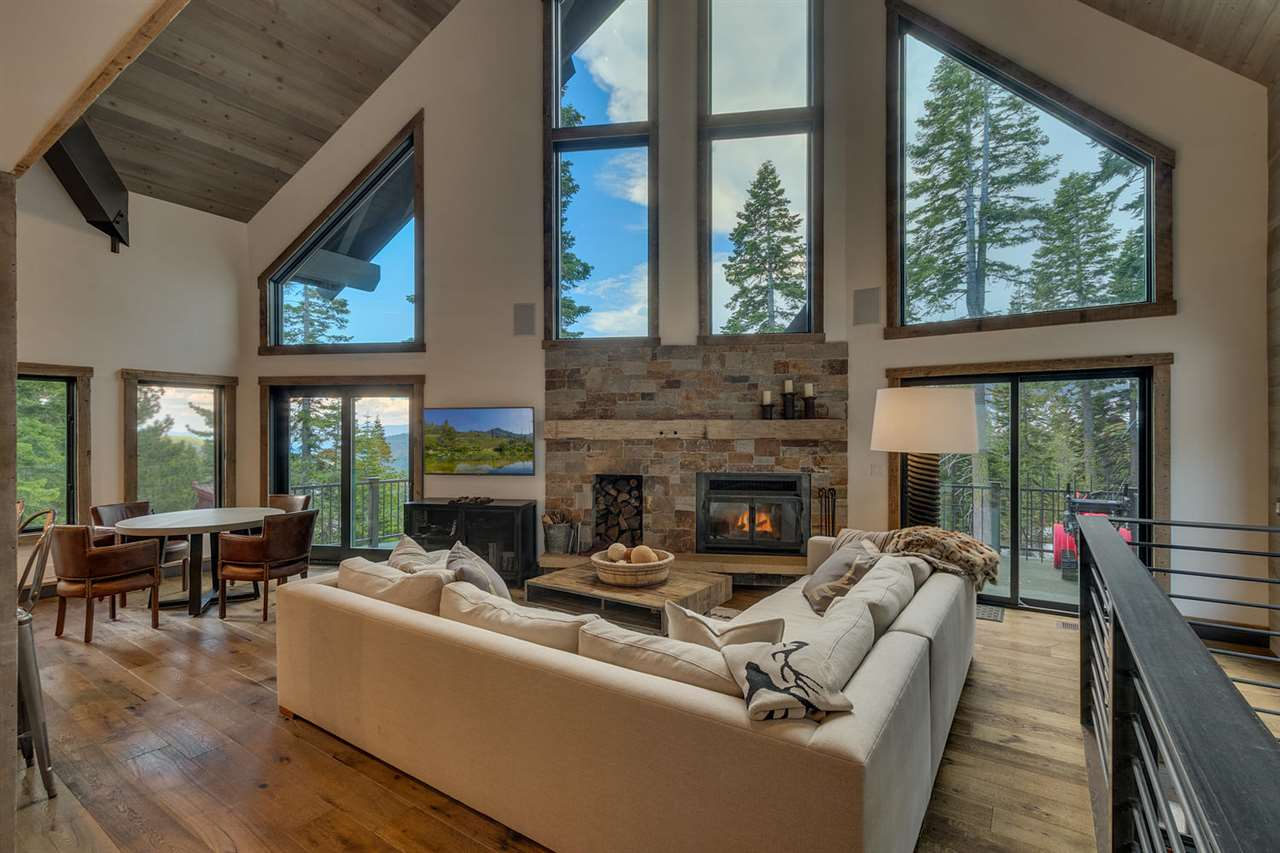 Single Family Homes por un Venta en 4104 Verbier Road Tahoe City, California 96145 Estados Unidos