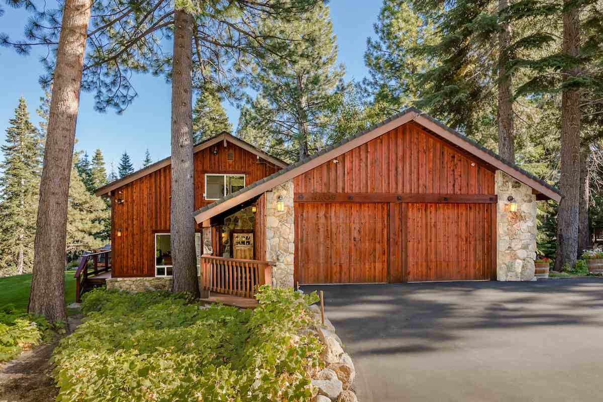 Single Family Homes for Active at 11335 Skyline Court Truckee, California 96161 United States