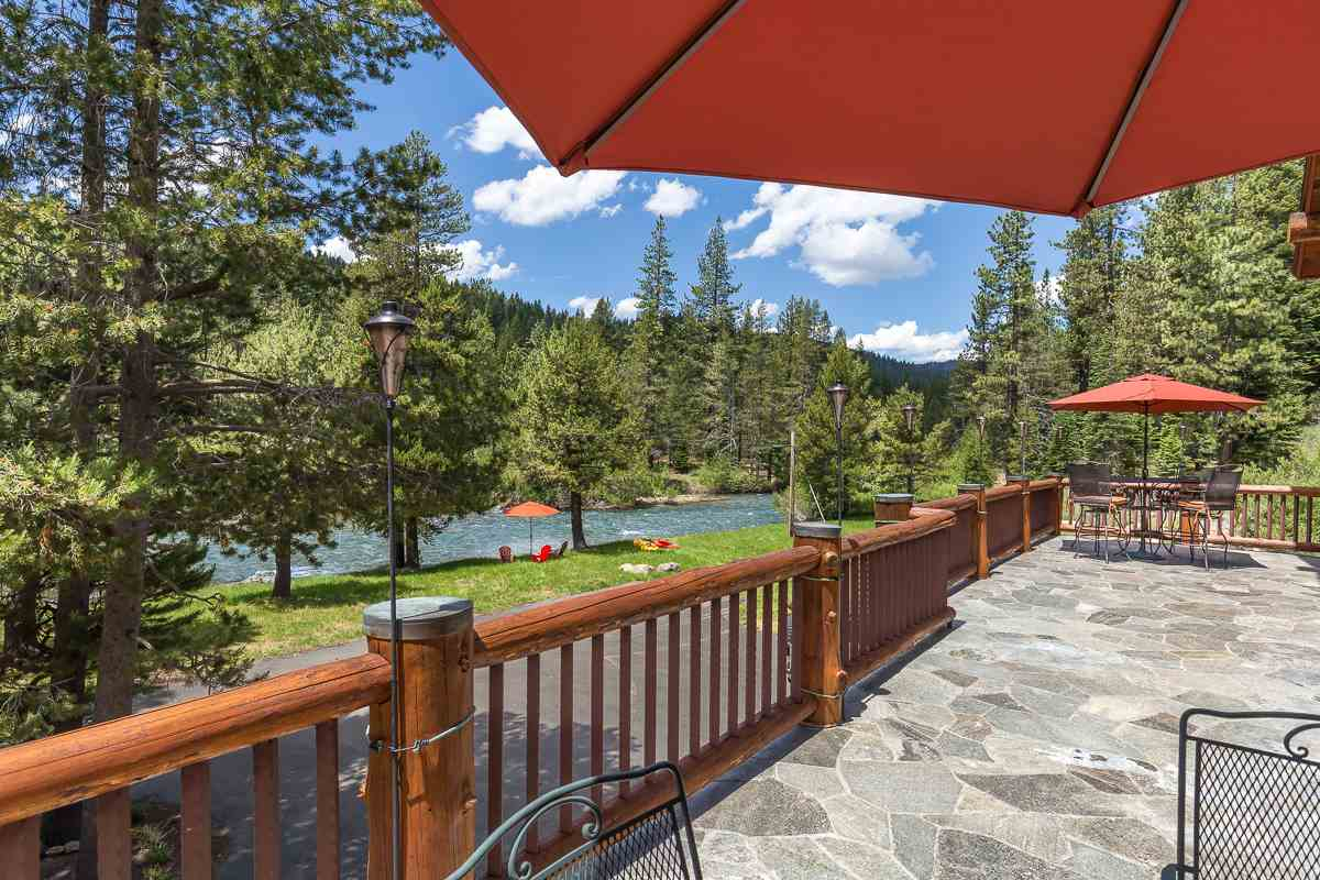 Single Family Homes por un Venta en 6400 River Road South Lake Tahoe, California 96146 Estados Unidos