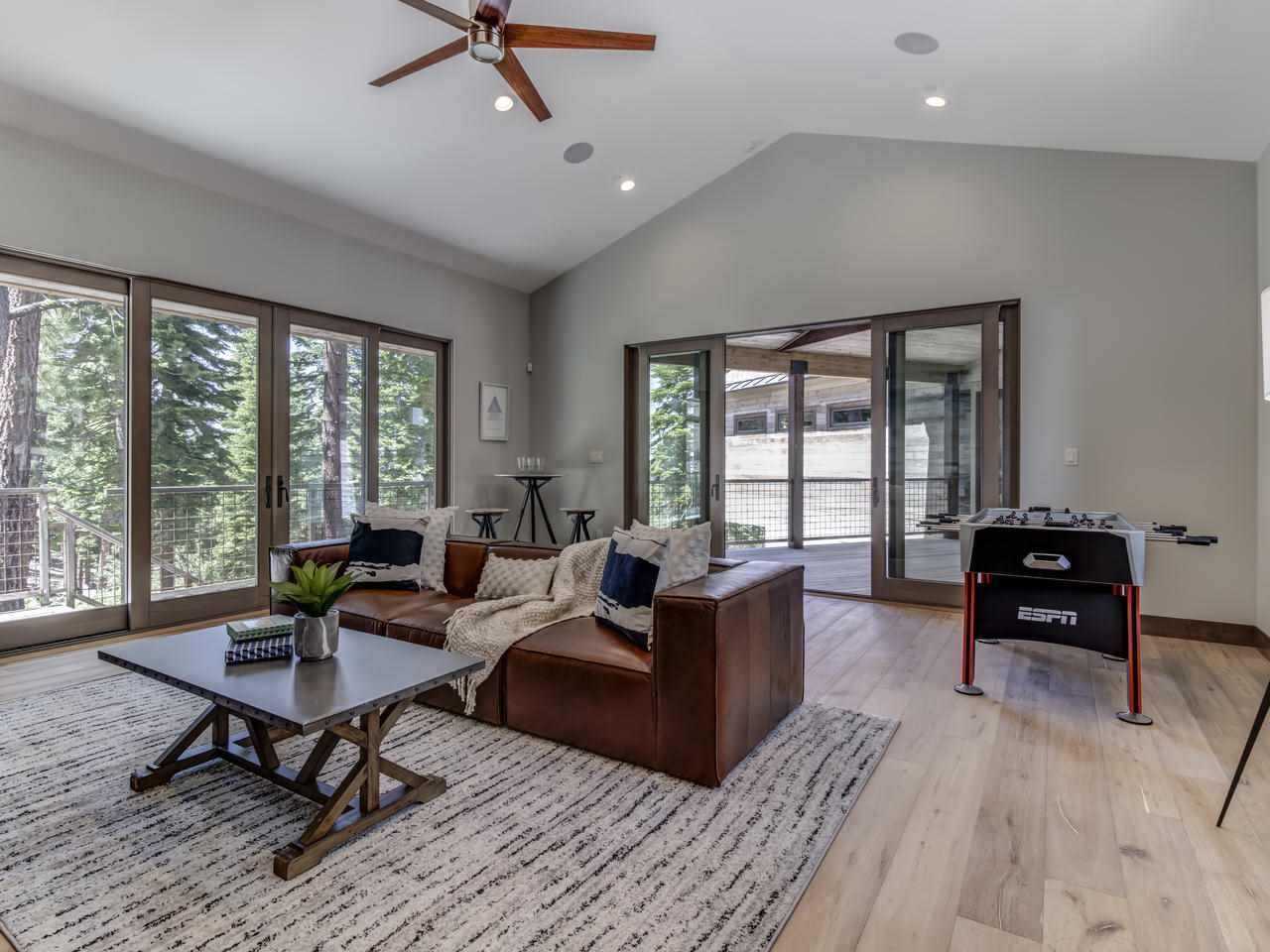 Additional photo for property listing at 19500 Glades Court Truckee, California 96161 United States