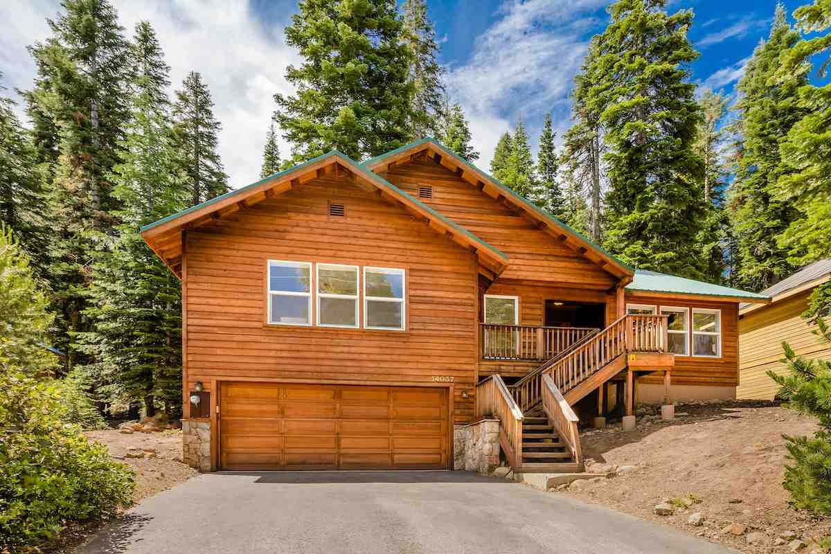 Single Family Homes for Active at 14037 Hansel Avenue Truckee, California 96161 United States