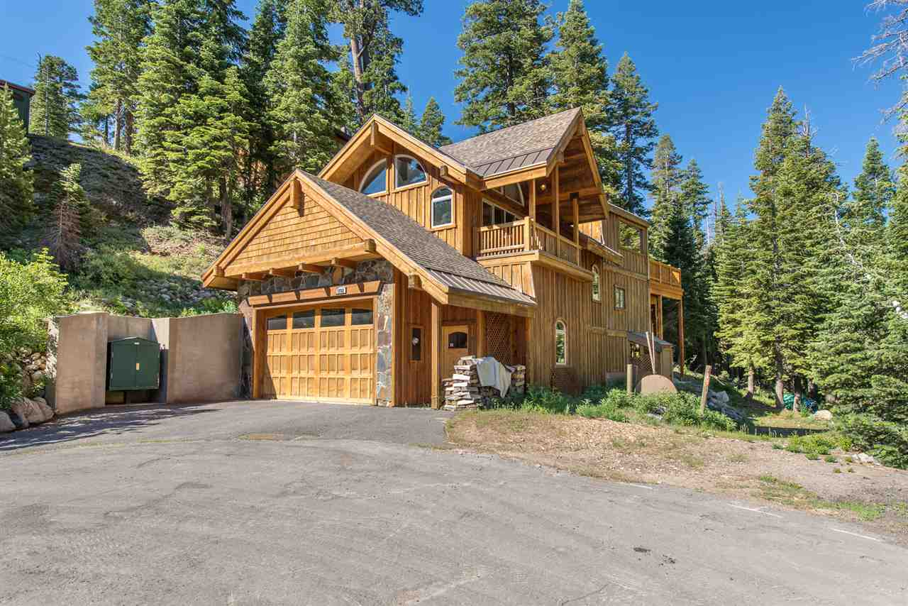 Single Family Homes por un Venta en 1752 Trapper Place Tahoe City, California 96146 Estados Unidos