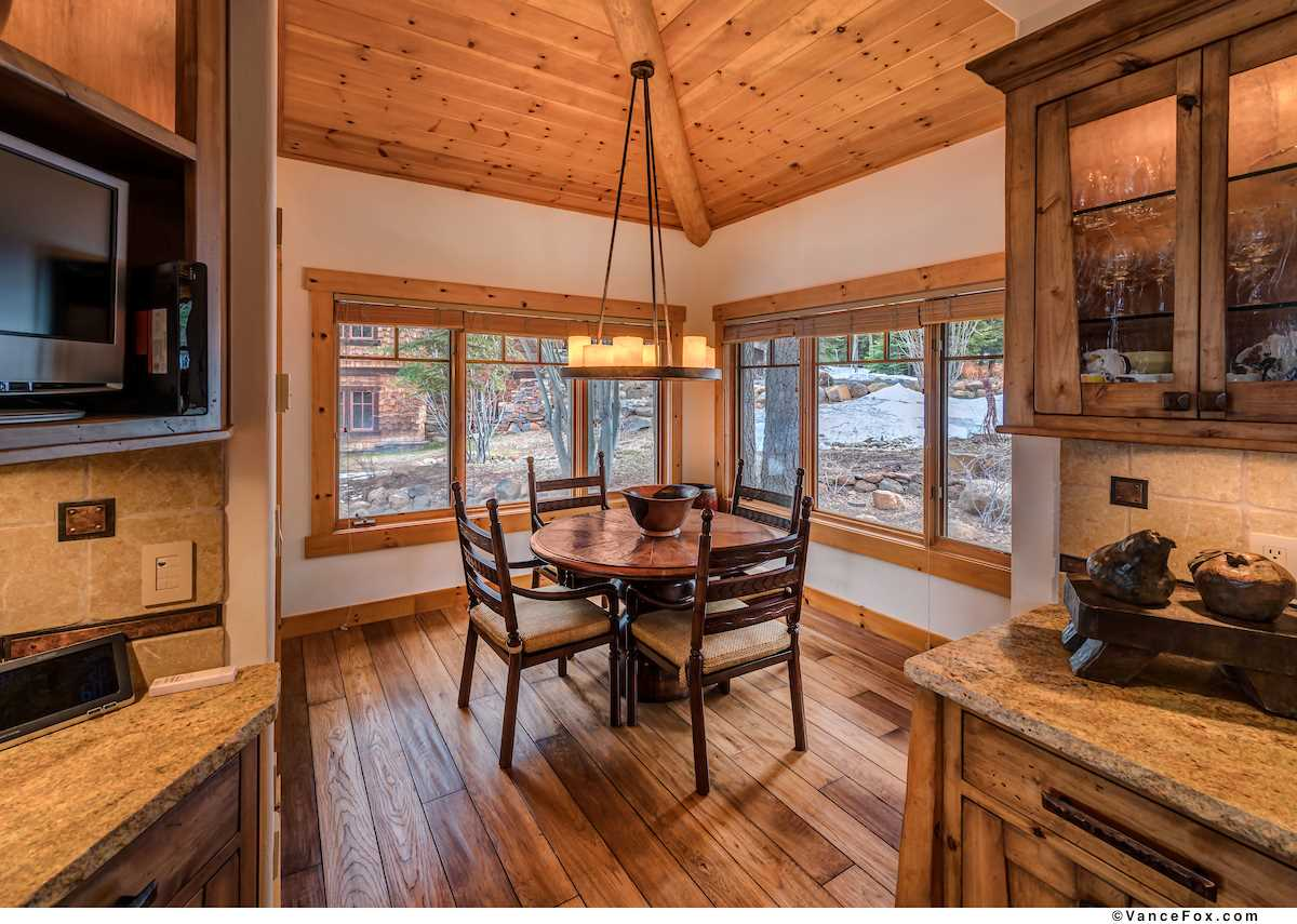 Additional photo for property listing at 1930 Gray Wolf Truckee, California 96161 Estados Unidos