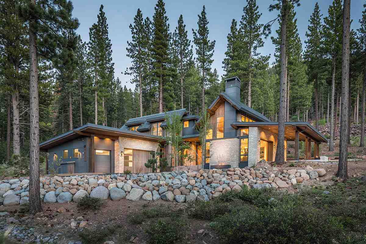 Single Family Homes por un Venta en 8238 Ehrman Drive Truckee, California 96161 Estados Unidos