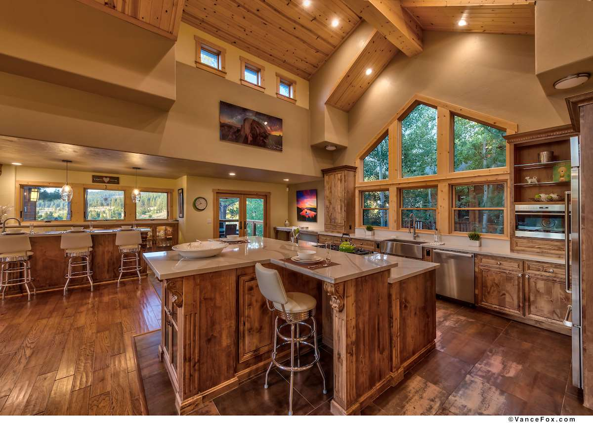 Additional photo for property listing at 196 Basque Truckee, California 96161 United States