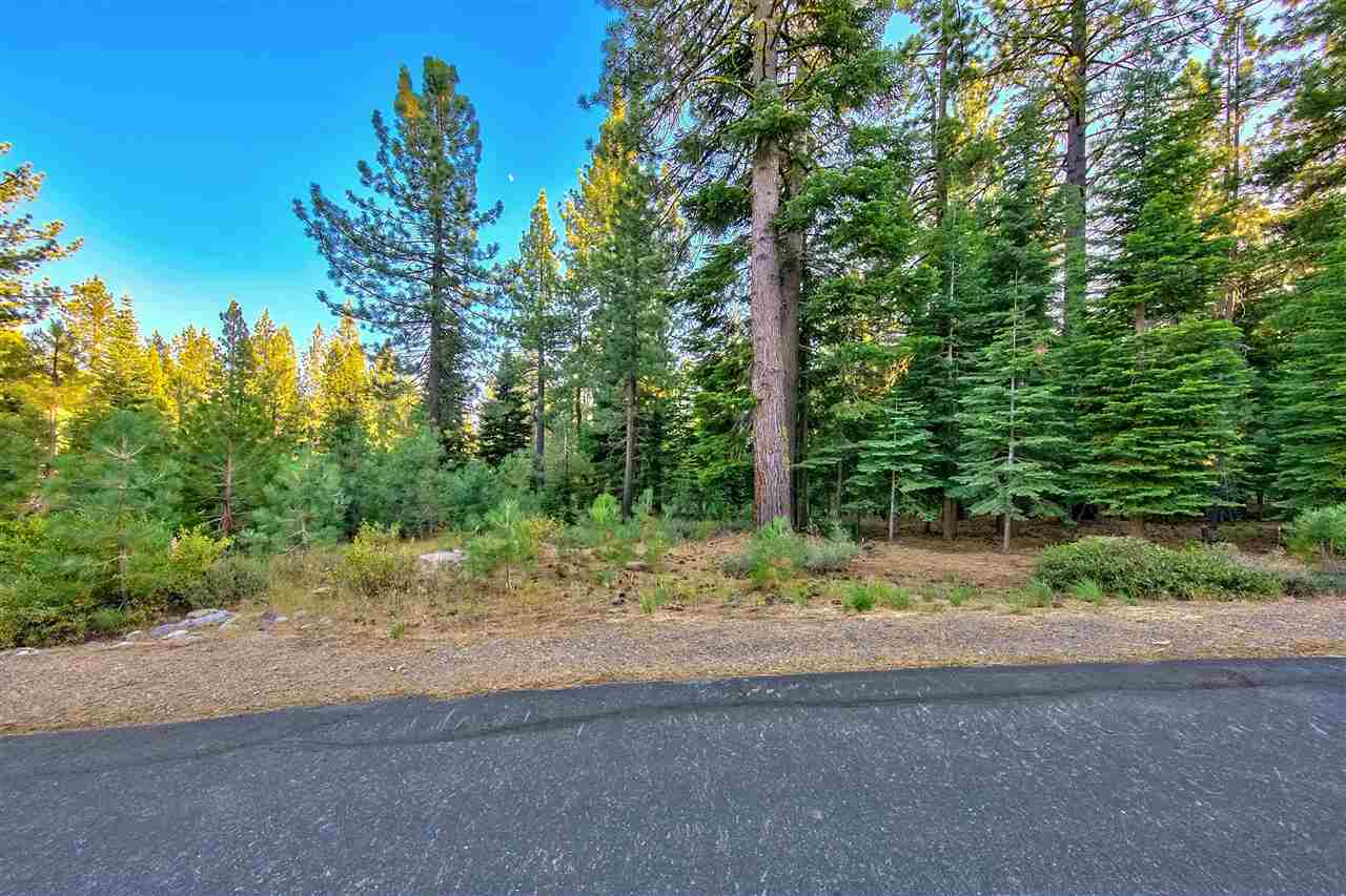 Additional photo for property listing at 11799 Saddleback Drive Truckee, California 96161 United States