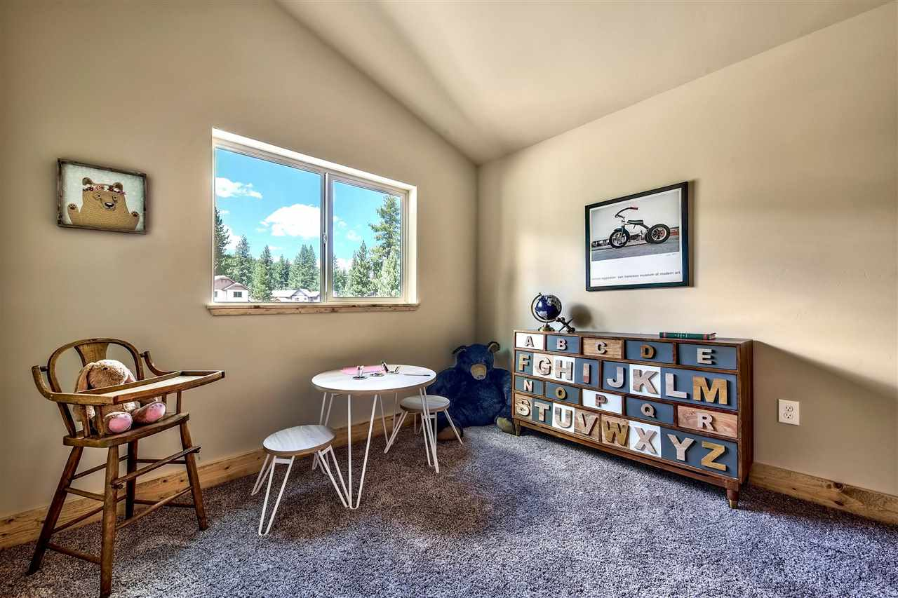 Additional photo for property listing at 11336 Wolverine Circle Truckee, California 96161 United States