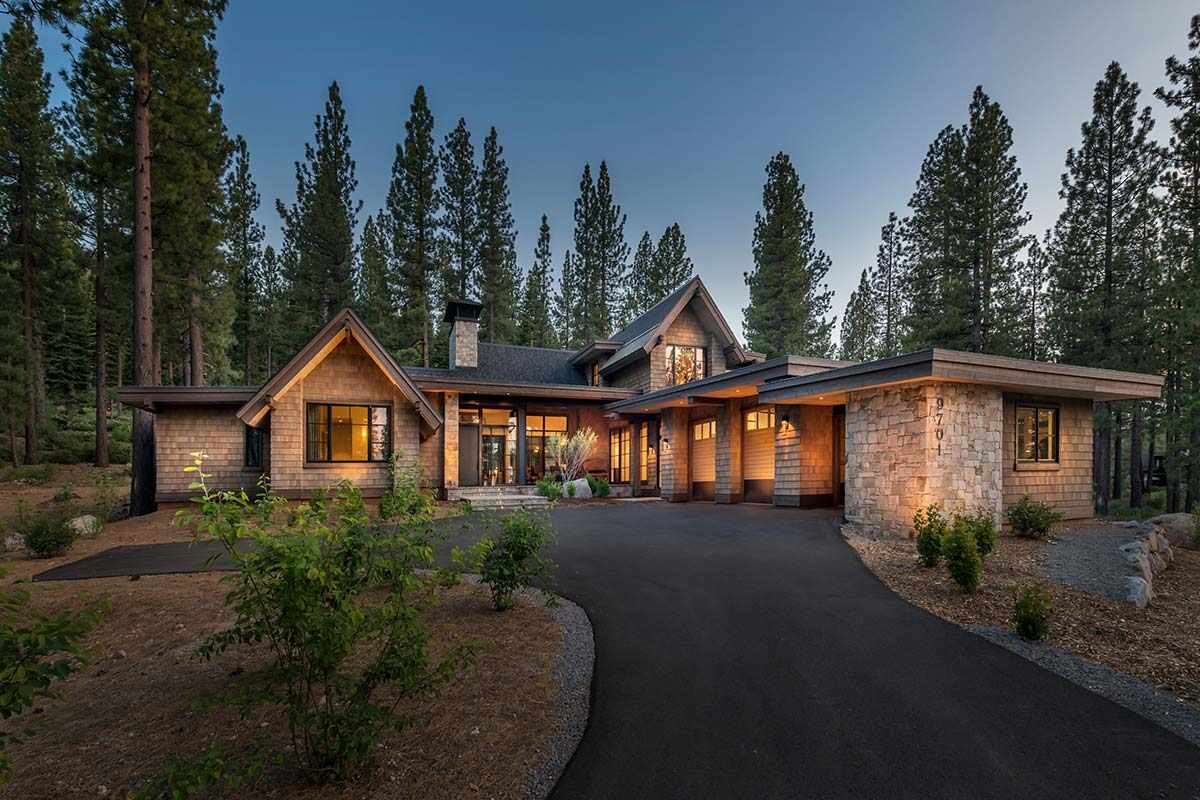 Single Family Homes por un Venta en 9701 Hunter House Drive Truckee, California 96161 Estados Unidos