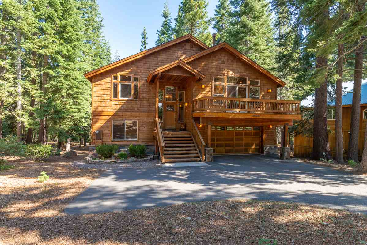 Single Family Homes for Active at 14166 Copenhagen Drive Truckee, California 96161 United States