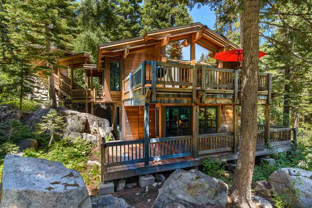 Single Family Homes por un Venta en 2181 Bear Creek Drive Tahoe City, California 96146 Estados Unidos