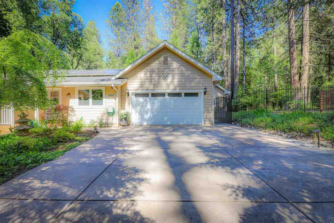 Single Family Homes for Active at 13511 N. Meadow View Drive Grass Valley, California 95945 United States