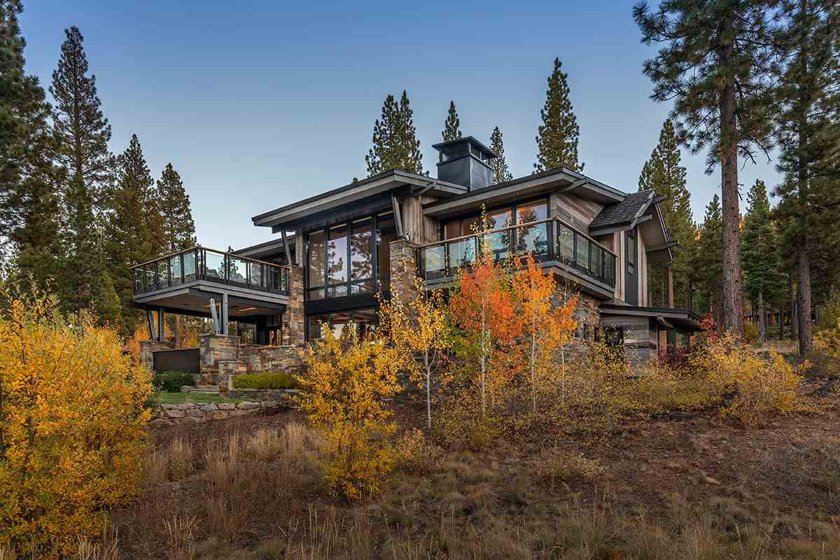 Single Family Homes por un Venta en 9518 Dunsmuir Way Truckee, California 96161 Estados Unidos