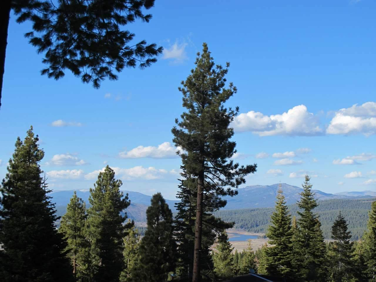 Additional photo for property listing at 2535 Summit Place Truckee, California 96161 United States