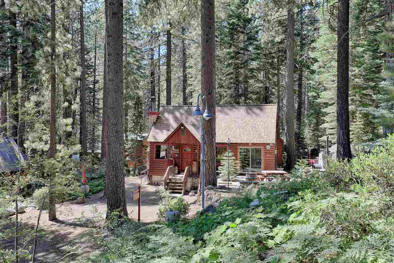 Single Family Homes for Active at 10114 Oriole Lane Truckee, California 96161 United States