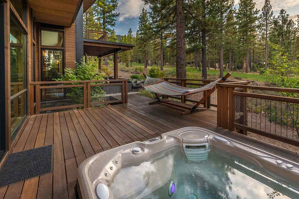 Additional photo for property listing at 8433 Newhall Drive Truckee, California 96161 Estados Unidos