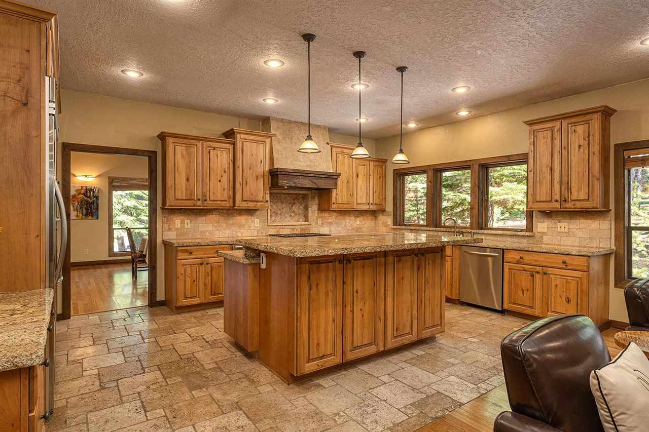 Additional photo for property listing at 12761 Greenwood Drive Truckee, California 96161 Estados Unidos