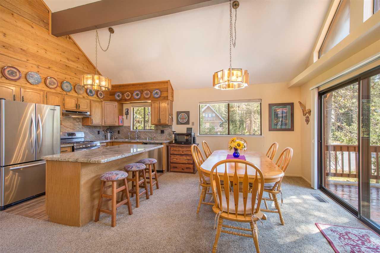 Additional photo for property listing at 3107 Donner Drive Truckee, California 95728 Estados Unidos