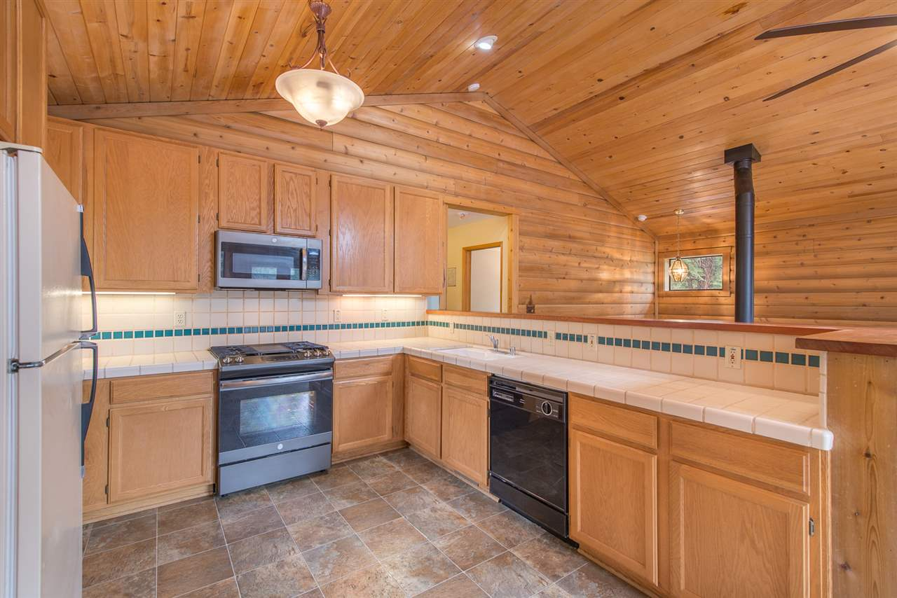 Additional photo for property listing at 11991 Pine Forest Road Truckee, California 96161 Estados Unidos