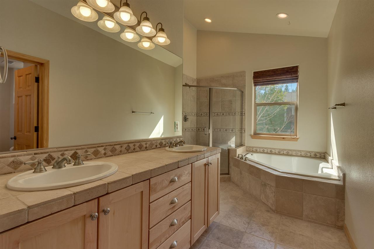 Additional photo for property listing at 10056 Winter Creek Loop Truckee, California 96161 Estados Unidos