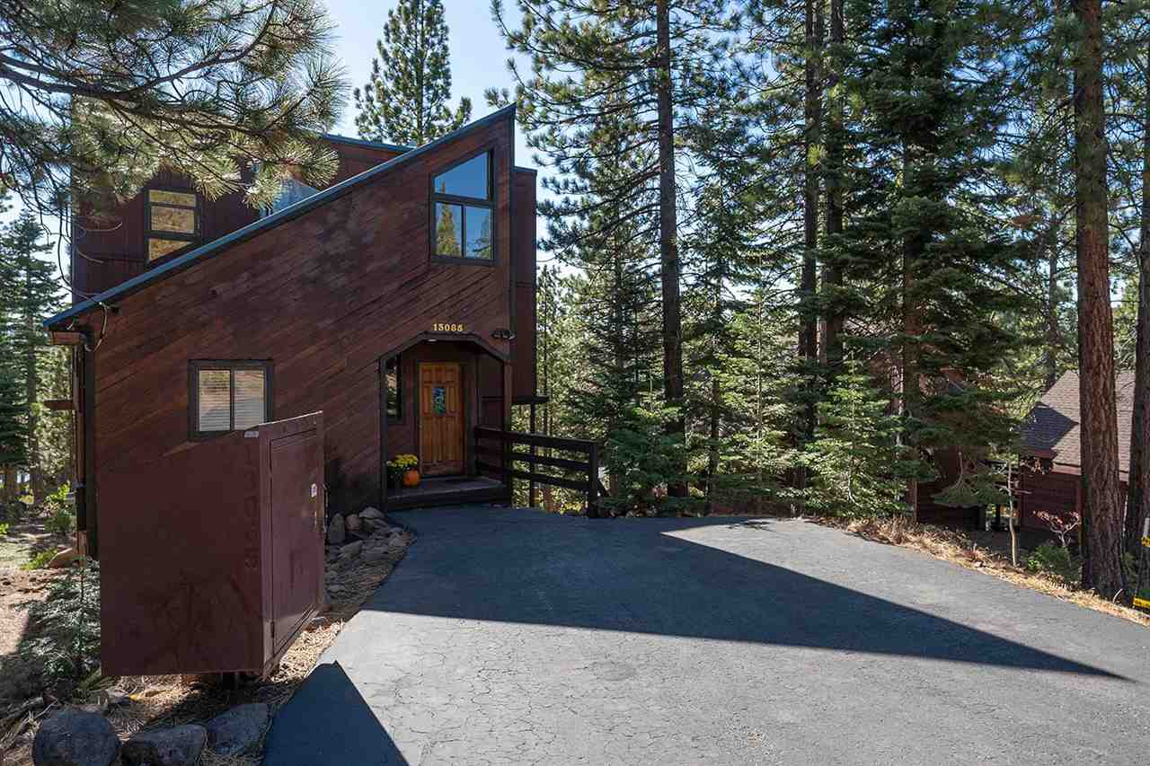 Single Family Homes por un Venta en 13065 Roundhill Drive Truckee, California 96161 Estados Unidos