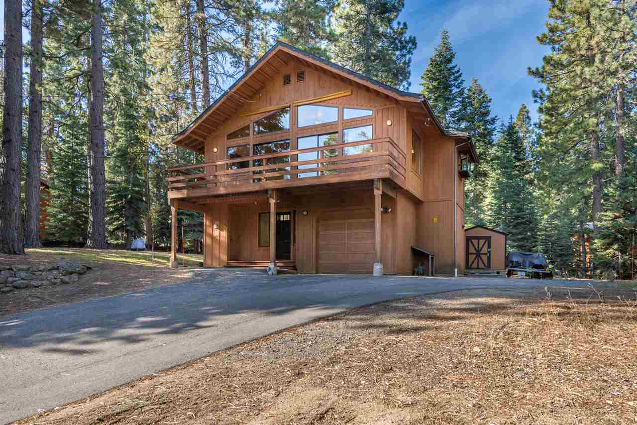 Single Family Homes por un Venta en 11742 Five Needles Court Truckee, California 96161 Estados Unidos