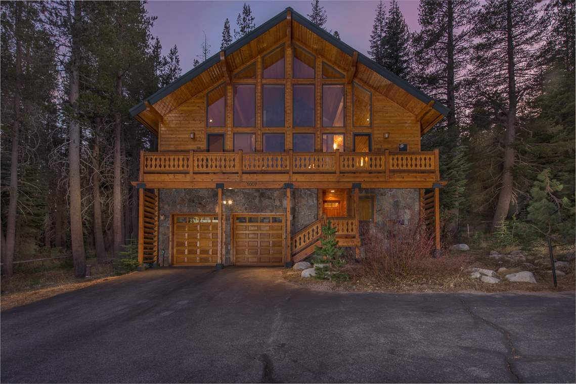 Single Family Homes por un Venta en 1007 Serene Road Truckee, California 95728 Estados Unidos