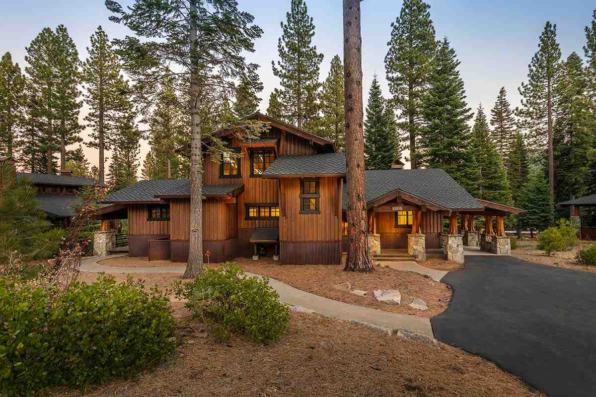 Single Family Homes por un Venta en 8006 Fleur Du Lac Drive Truckee, California 96161 Estados Unidos
