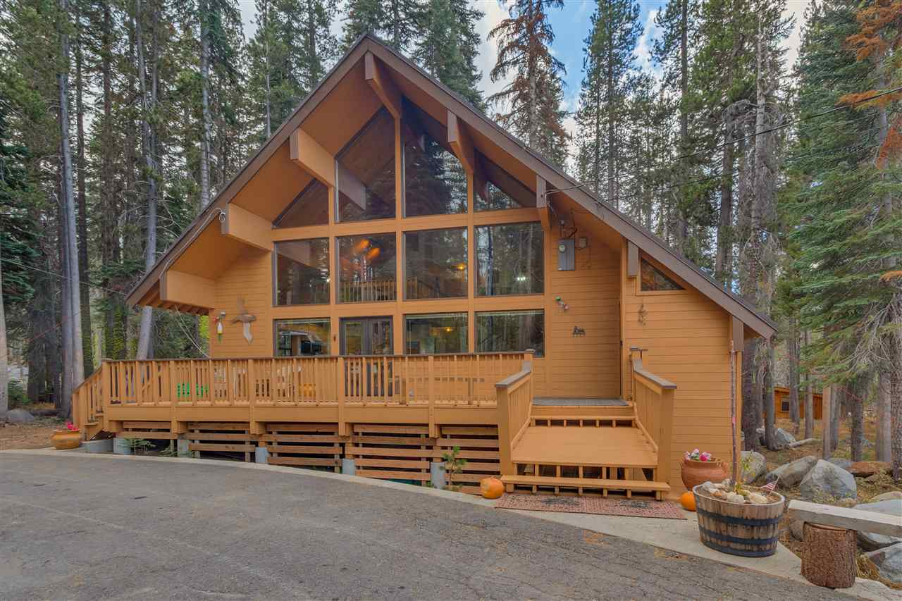 Single Family Homes for Active at 21787 Lotta Crabtree Truckee, California 95728 United States
