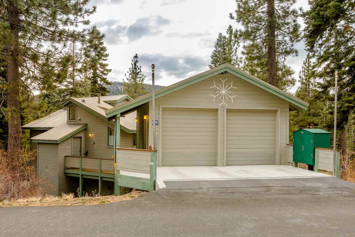 Single Family Homes por un Venta en 4097 Gstaad Road Tahoe City, California 96145 Estados Unidos