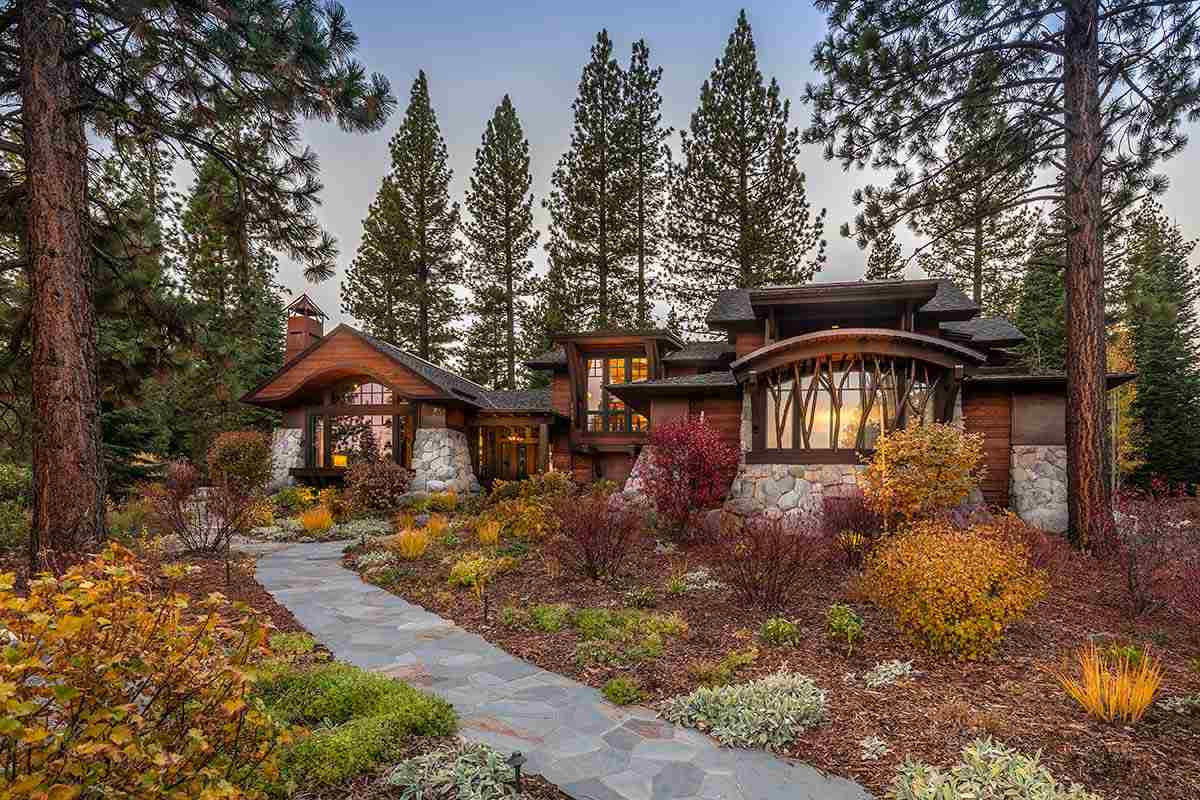 Single Family Homes por un Venta en 8805 Longwood Court Truckee, California 96161 Estados Unidos