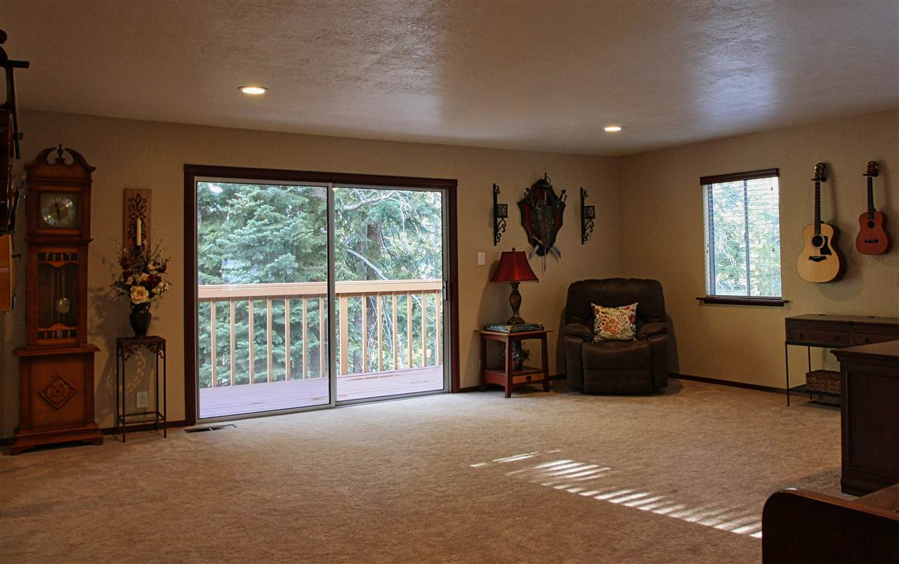 Additional photo for property listing at 10792 Heather Road Truckee, California 96161 United States