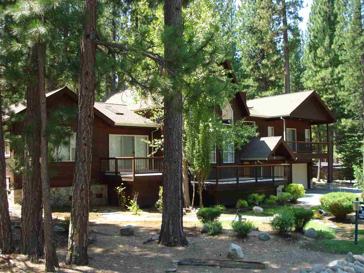 Single Family Homes for Active at 566 Miner's Passage Lake Almanor, California 96106 United States