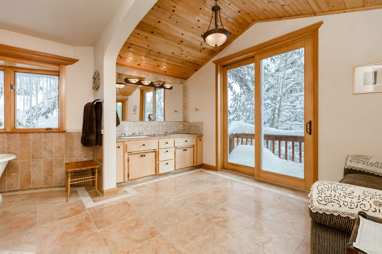 Additional photo for property listing at 11750 Bennett Flat Road Truckee, California 96161 United States