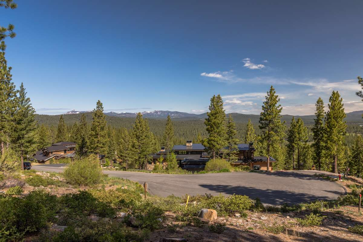 Additional photo for property listing at 9474 Clermont Court Truckee, California 96161 United States