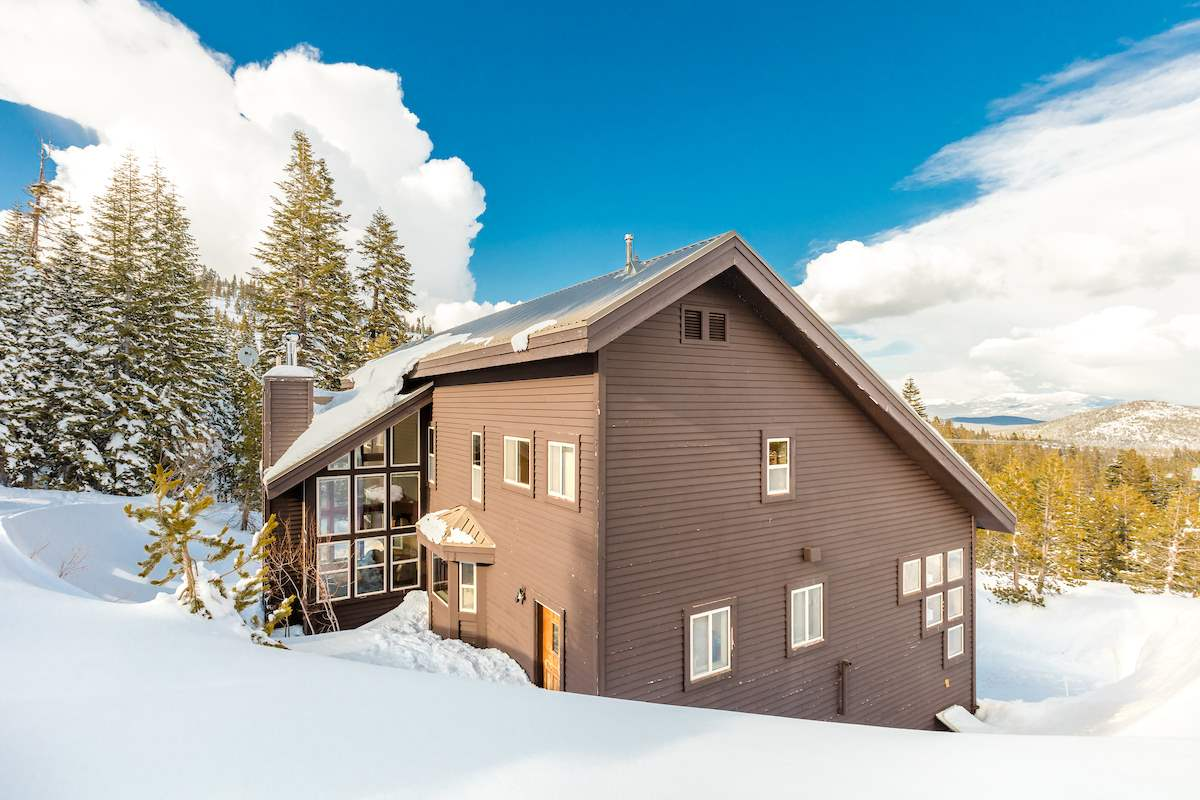Additional photo for property listing at 15660 Skislope Way Truckee, California 96161 Estados Unidos
