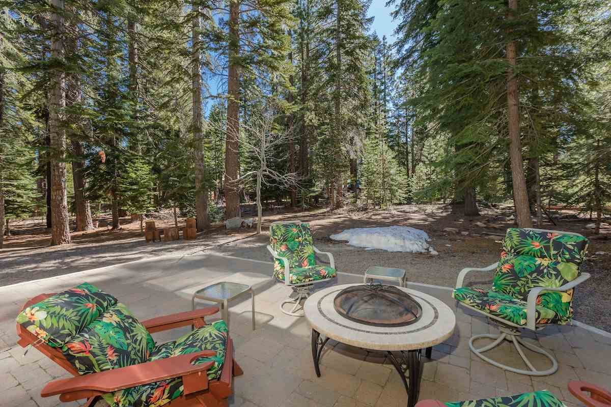 Additional photo for property listing at 14234 Glacier View Road Truckee, California 96161 United States